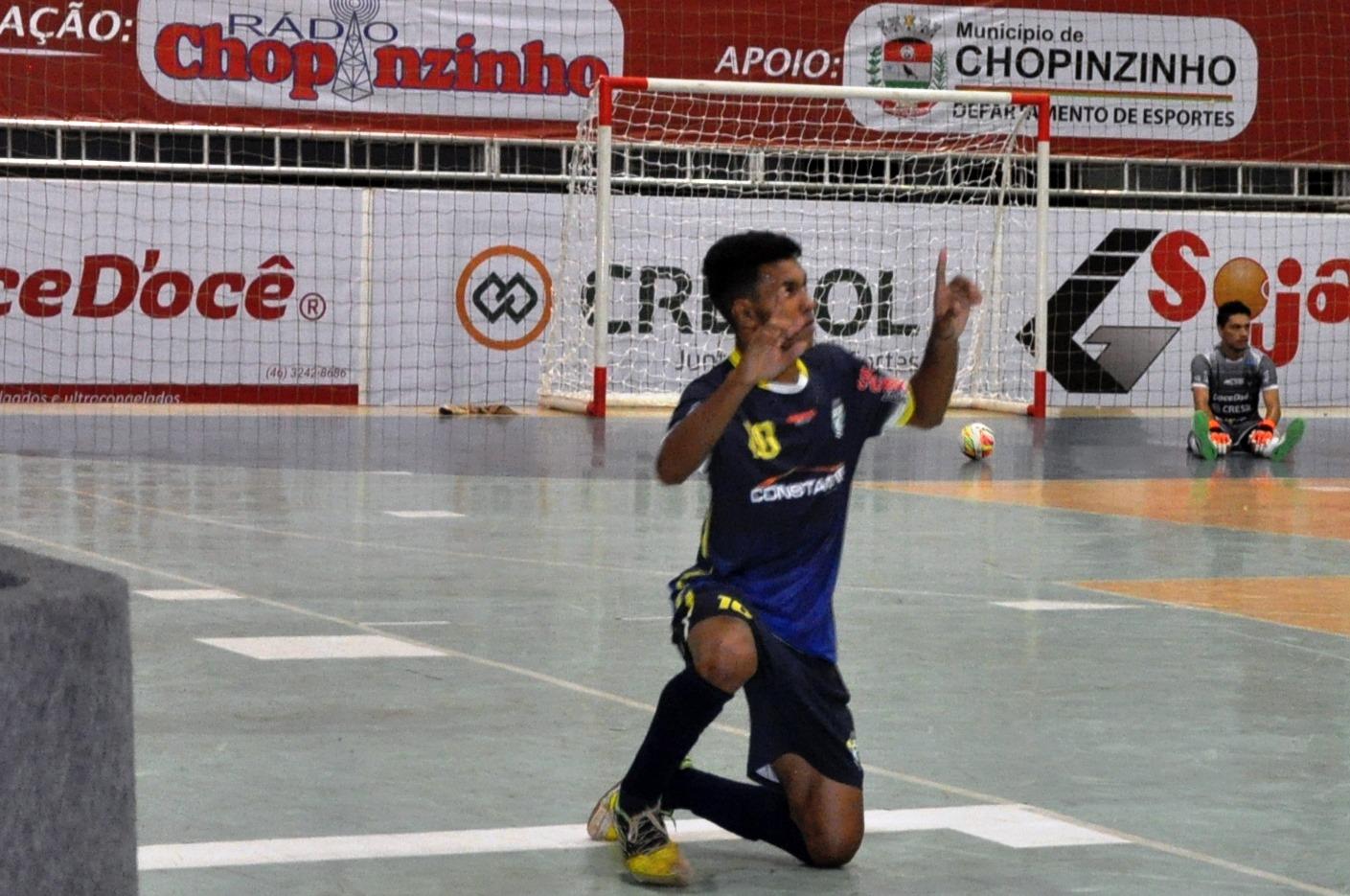 ccc9a0cd033db Mateus marcou seu primeiro gol numa partida oficial pelo time quedense após  bela jogada